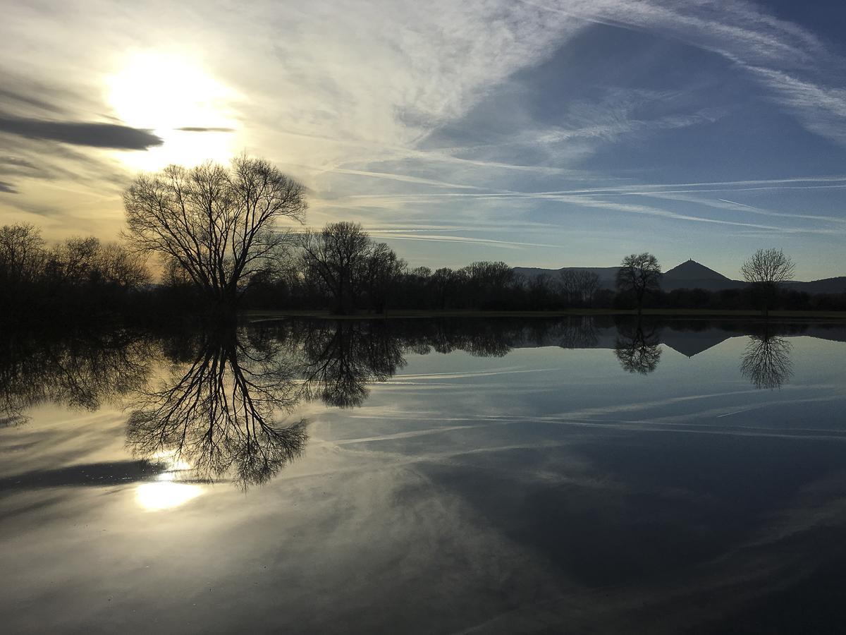 Coucher de soleil sur des prairies inondées